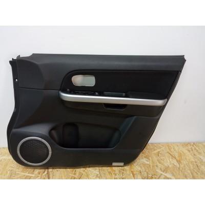 Обшивка двери правой передней Suzuki Escudo, TDA4W, TDB4W